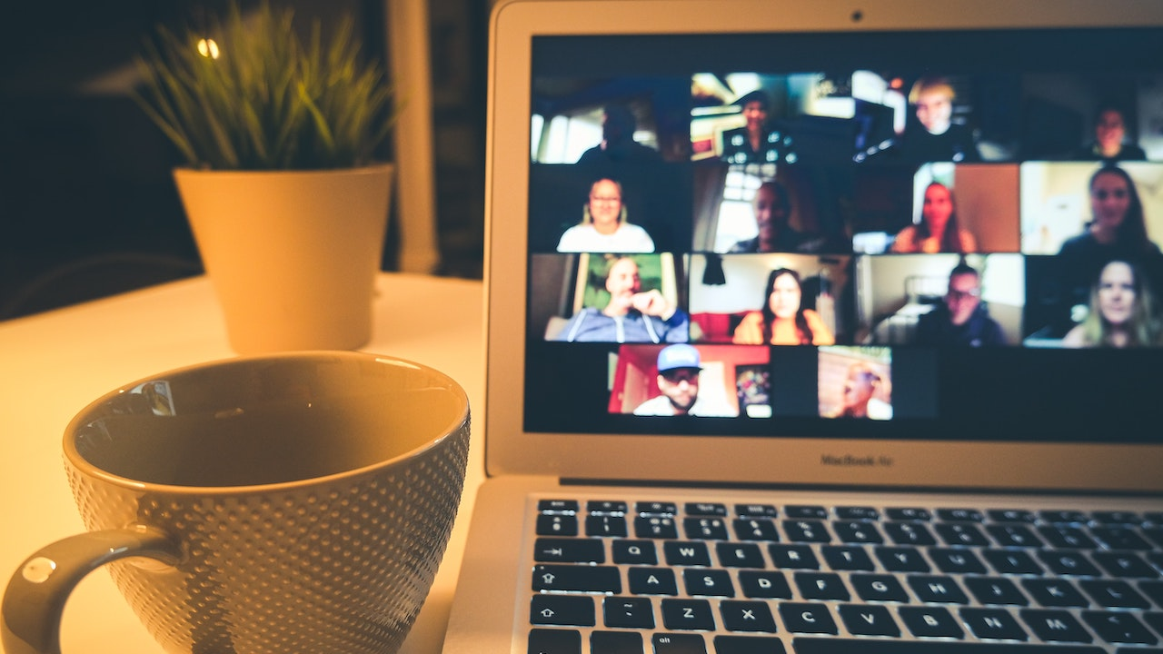 5 Ways to Improve Communication on a Remote Team- Featured Shot
